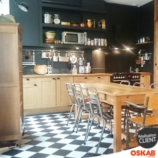 cuisine bistrot noire et bois ambiance chic et retro oskab. Black Bedroom Furniture Sets. Home Design Ideas