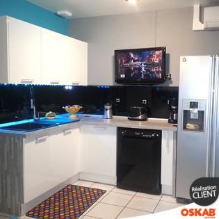 cuisine blanche brillante design en u oskab. Black Bedroom Furniture Sets. Home Design Ideas