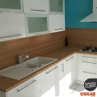 Cuisine equipee en l blanche brillante et meuble vitre oskab - Cuisine equipee en l ...