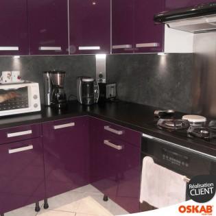 Cuisine aubergine en u avec snack oskab for Mur cuisine aubergine
