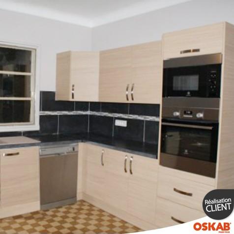 cuisine en bois clair implantation en u oskab. Black Bedroom Furniture Sets. Home Design Ideas