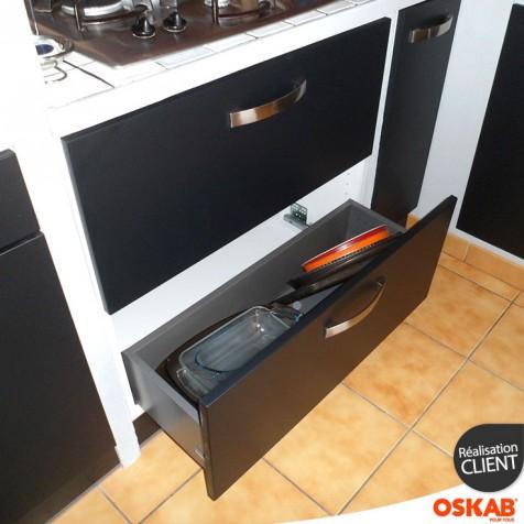 Cuisine noire mat et blanche style design oskab for Cuisine oskab