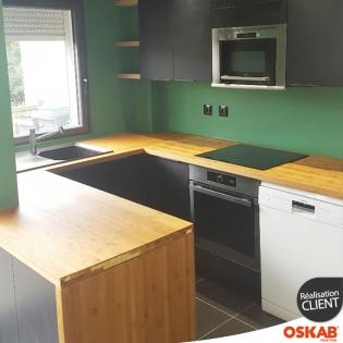 cuisine tendance nature noire mate et bois avec mur vert oskab. Black Bedroom Furniture Sets. Home Design Ideas