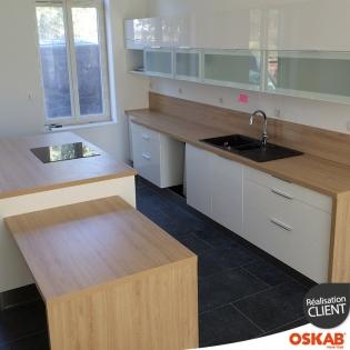 grande cuisine couleur ivoire avec ilot et coin repas oskab. Black Bedroom Furniture Sets. Home Design Ideas