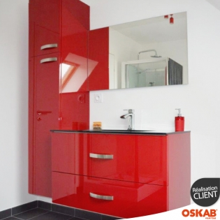 salle de bain moderne rouge brillante vive et color e oskab. Black Bedroom Furniture Sets. Home Design Ideas